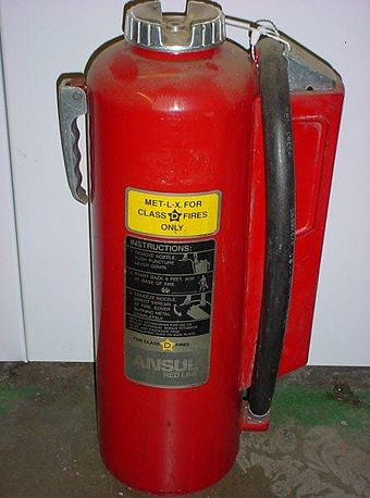 A class-D fire extinguisher for various metals Metlx.jpg