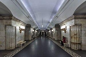 Smolenskaya (Arbatsko-Pokrovskaya Line) - Image: Metro MSK Line 3 Smolenskaya