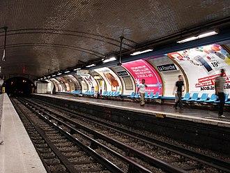 La Fourche (Paris Métro) - Image: Metro de Paris Ligne 13 station La Fourche 01