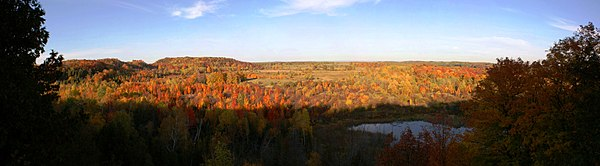 Panoramic photo of the lower basin of Mono Cliffs Provincial Park in Ontario, Canada. The vivid fall colours attract many visitors during the autumn season. This image is made up of 8 photos taken at: 18mm, ISO-100, f/10, 1/125sec.