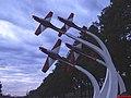 Monumento da Esquadrilha da Fumaça na Academia da Força Aérea (AFA) em Pirassununga. O monumento homenageia os primeiros Tucanos, pintados originalmente com as cores vermelha e branca, anos d - panoramio.jpg