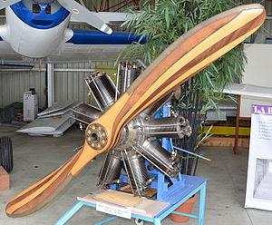 Moteur d'avion rotatif Clerget-Blin 9B de 1916 130 a 150 CV DSC 0354.JPG
