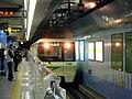 Nagahori Tsurumiryokuchi Line Nagahoribashi Station platform - panoramio (2).jpg