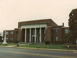 Philadelphia, Mississippi - Neshoba County courthouse and Confederate Monument in Philadelphia