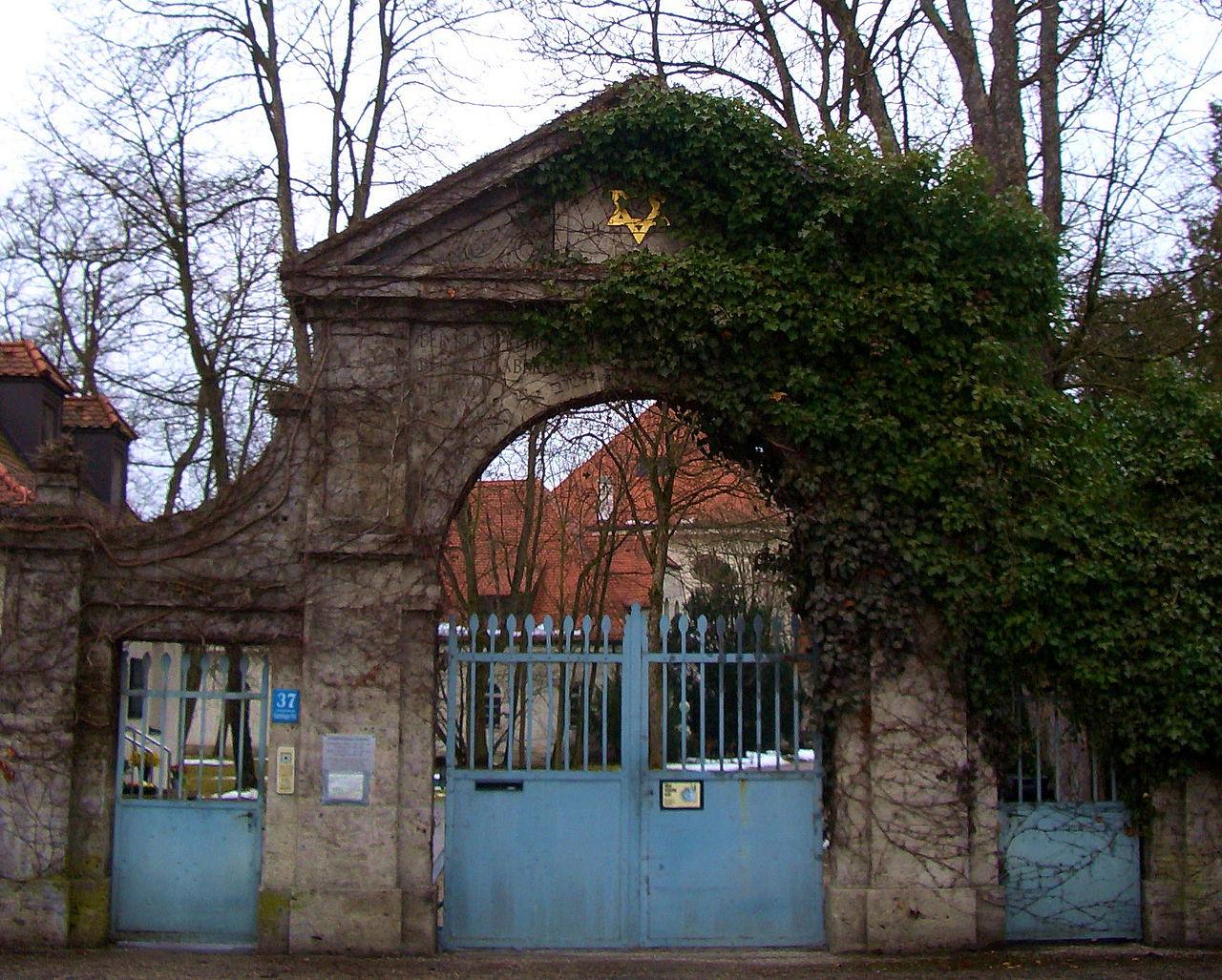 Neuer Israelitischer Friedhof München Eingang.JPG