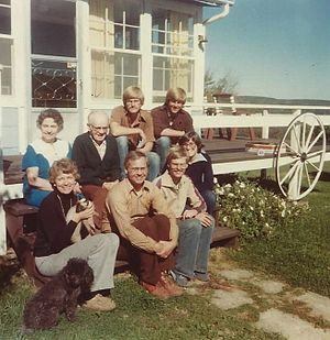 Klapmeier brothers - Klapmeier family in the 1970s at their rural Wisconsin farmhouse. (Klapmeier brothers at the top right corner: Alan left, Dale right)