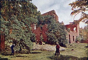 History of Minnesota - Ruins of old Fond du Lac trading post on the Saint Louis River in 1907