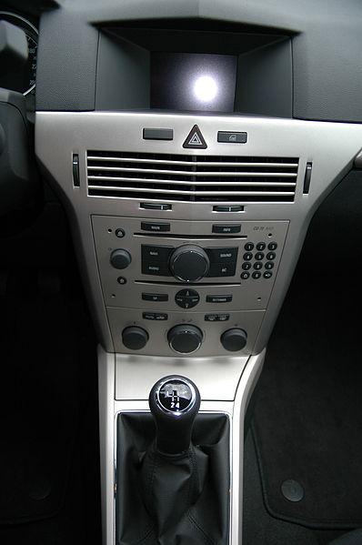 File:Opel Astra H Caravan - Flickr - Axel Schwenke (11).jpg ...