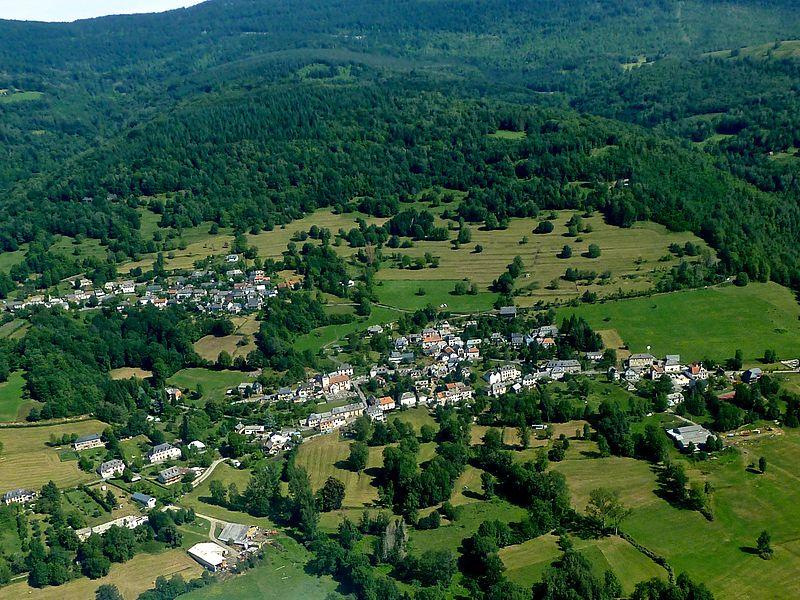 Orgibet (centre bas) et Saint Jean du Castillonais (haut gauche) vus du ciel.