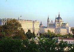 PROPUESTAS DE RULADA DE LA COMUNIDAD DE MADRID - DOMINGO 8 DE MARZO - Página 2 250px-Palacio_Real_y_Catedral_de_la_Almudena_Madrid
