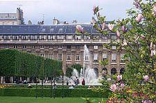 Resultado de imagen para JARDINES palacio royal Palacio Royal,  residencia del cardenal Richelieu.  paris
