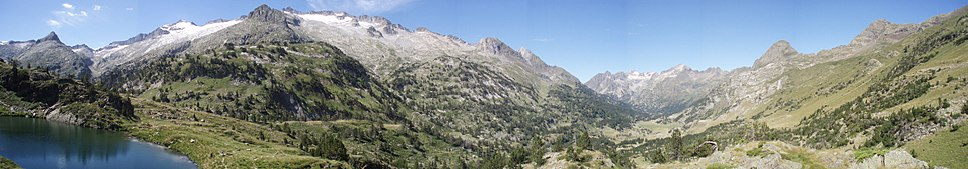 Panoramic view of the Maladeta massif. The Aneto summit is in the left side of the image.