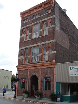 Paris, Kentucky - The world's tallest three story structure
