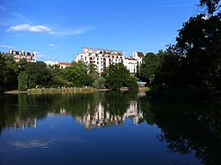 Parc Montsouris lake - Paris.JPG