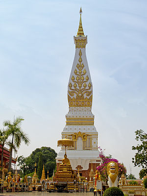 Phra That Phanom 02.jpg
