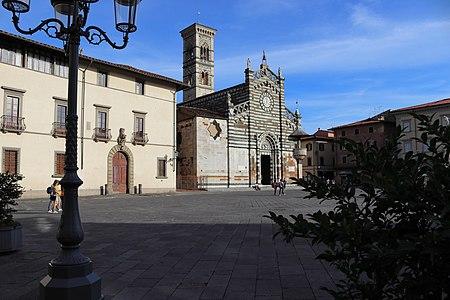 Piazza del Duomo, Prato.jpg