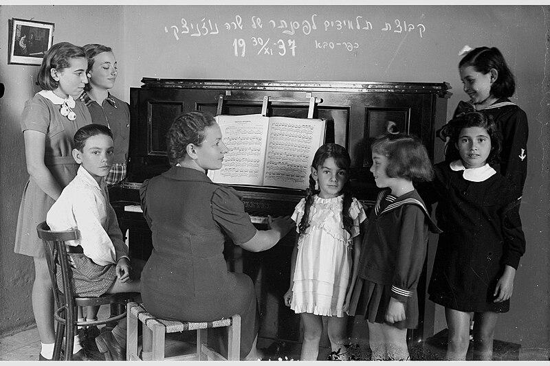 המורה לפסנתר שרה נוזניצקי
