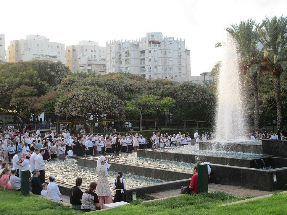 PikiWiki Israel 40370 Tashlich ceremony in Marom Nave