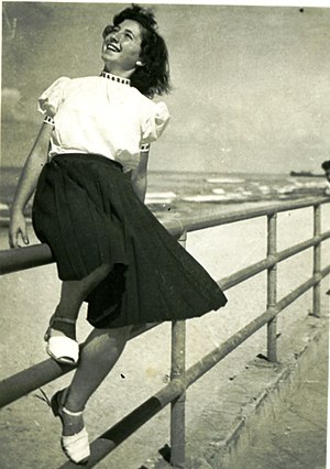1945–60 in Western fashion - Girl in Tel Aviv, 1947.