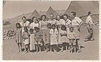 PikiWiki Israel 5677 visit in immigrants transit camp.jpg