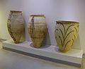 Pithoi amb motius que indiquen els seus continguts, Akrotiri, segle 17 aC, Museu de la Prehistòria de Thira.JPG
