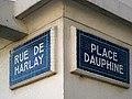 Place Dauphine & Rue de Harlay (Paris) 2010-04-24.jpg