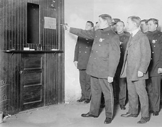 Alfred Lane - Lane giving shooting lesson to New York City police, 1914