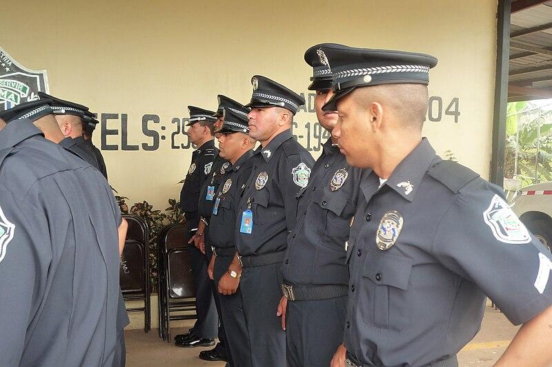 Archivo:Policía Nacional de Panamá 2010.jpg