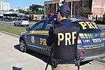 Policiais rodoviários federais operam radar móvel na Linha Verde, em Curitiba (28558309963).jpg
