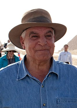 President Barack Obama tours the Pyramids and Sphinx with Secretary General of the Egyptian Supreme Council of Antiquities (Hawass cropped).jpg