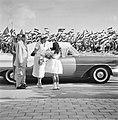 Prinses Beatrix op bezoek op Aruba Aankomst bij bestuurskantoor voor aubade, Bestanddeelnr 909-3484.jpg
