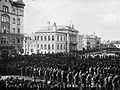 Punavankeja Tampereen Keskustorilla 6.4.1918 (26364615004).jpg