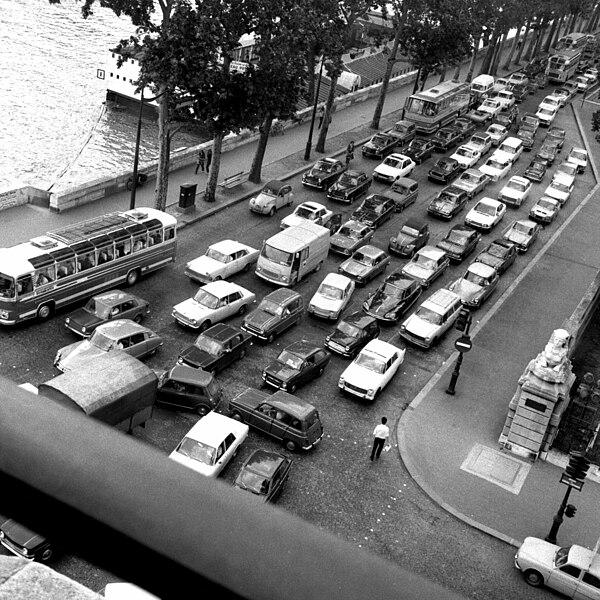 File:Quai des Tuileries June 1970.jpg