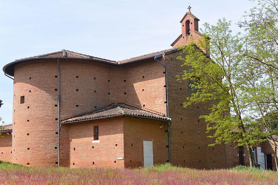 Dans le hameau de Quint, l'église Saint-Pierre date du XIIIe siècle. Elle est bâtie dans le style des églises du Lauragais. (31130 Quint-Fonsegrives)