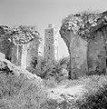 Ramle Ruines van de Witte Moskee met zicht op de Witte Toren die gotische kenme, Bestanddeelnr 255-3855.jpg
