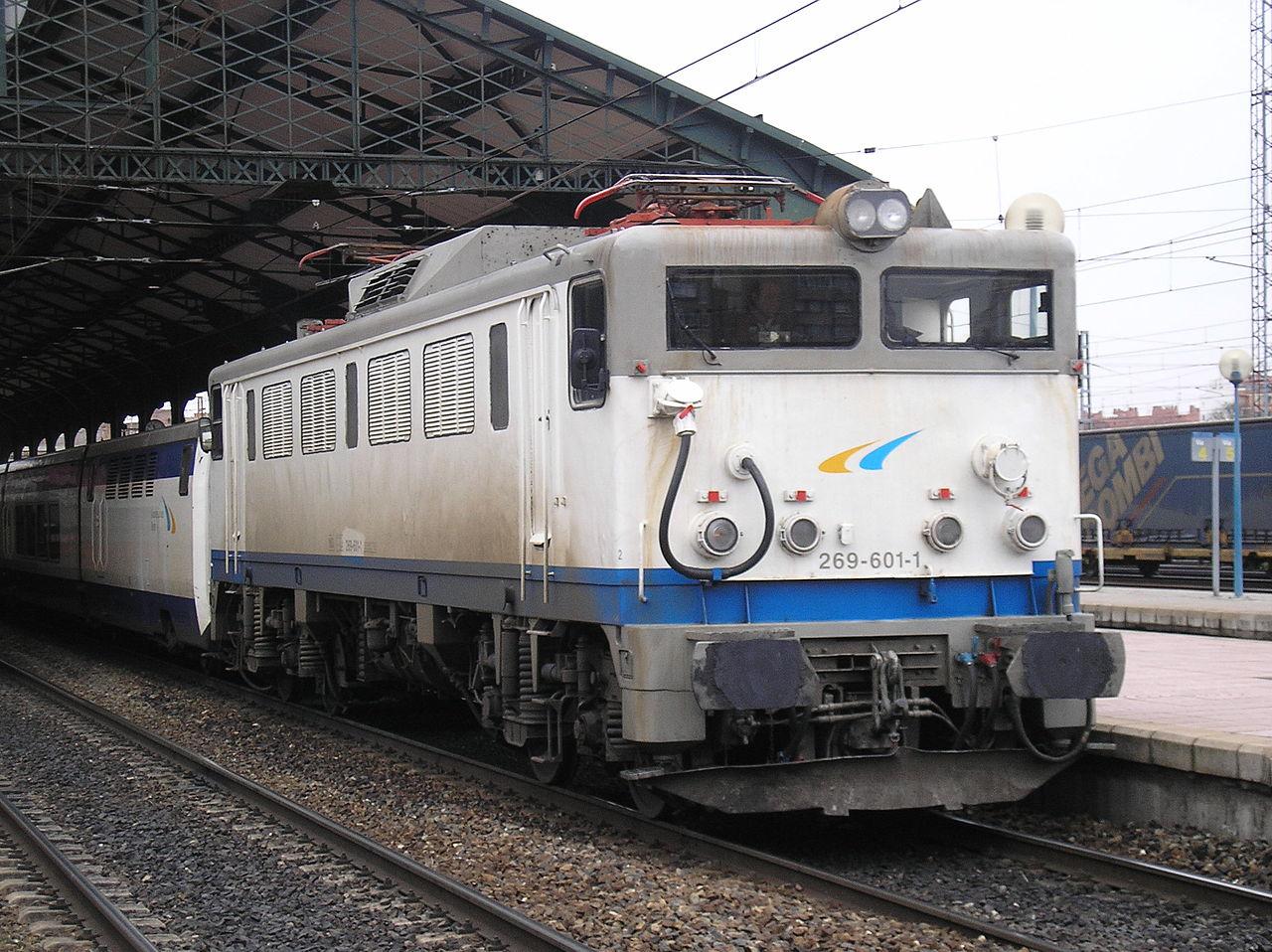 Locomotora 269.601 estacionada en Valladolid. Foto de Jorge Gonzalez en el año 2006.