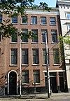 foto van Herenhuis, met eenvoudige, bakstenen lijstgevel