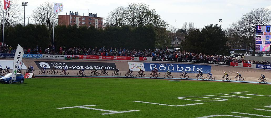 Roubaix - Paris-Roubaix, 12 avril 2015, arrivée (A31).JPG