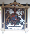 RoyalArms KingGeorgeII LangtreeChurch Devon.PNG