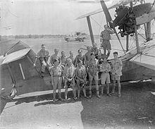 Soldati inglesi nel siracusano, presso l'aeroporto che il governo britannico improvvisò a Cassibile nel corso delle operazioni belliche del 1943.