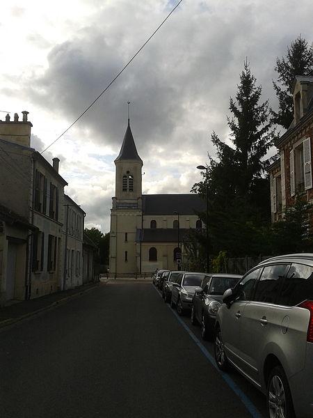 File:Rue du presbytère et l'église Saint-Jacques, Montgeron.jpg