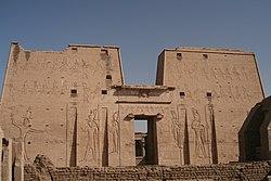 Templo de Horus en Edfu. Pilonos