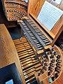 Saarbrücken-Burbach, Herz Jesu (Mayer-Orgel, Spieltisch) (3).jpg