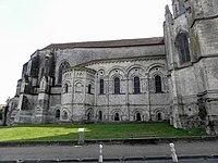 Saintes (17) Basilique Saint-Eutrope Extérieur 05.JPG