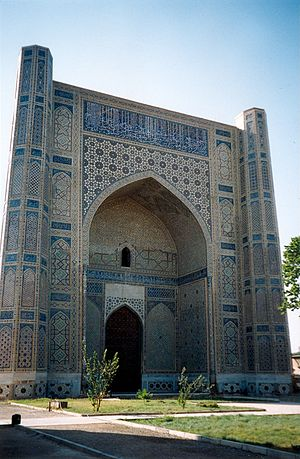 Saray Mulk Khanum - The Bibi Khanym Mosque in Samarkand was named after Saray by her husband