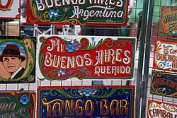 Plaques painted with fileteado style in the San Telmo Fair.