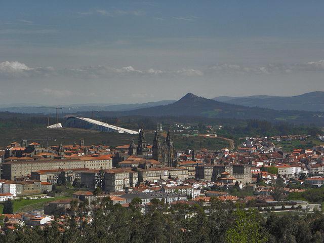 https://upload.wikimedia.org/wikipedia/commons/thumb/a/ab/Santiago_de_Compostela%2C_Galiza.jpg/640px-Santiago_de_Compostela%2C_Galiza.jpg