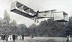 Santos-Dumont le 12 novembre 1906, sur son 14-bis (premier record du monde officiel de vitesse).jpg