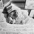 Schalkbeeldje boven pijler 9 - Amsterdam - 20013047 - RCE.jpg
