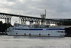 Schleswig-Holstein, Hochdonn, Fähranleger am N-O-Kanal; das Motorschiff Brahe lag dort als Hotelschiff für Wacken Open Air 2015 NIK 5432.jpg